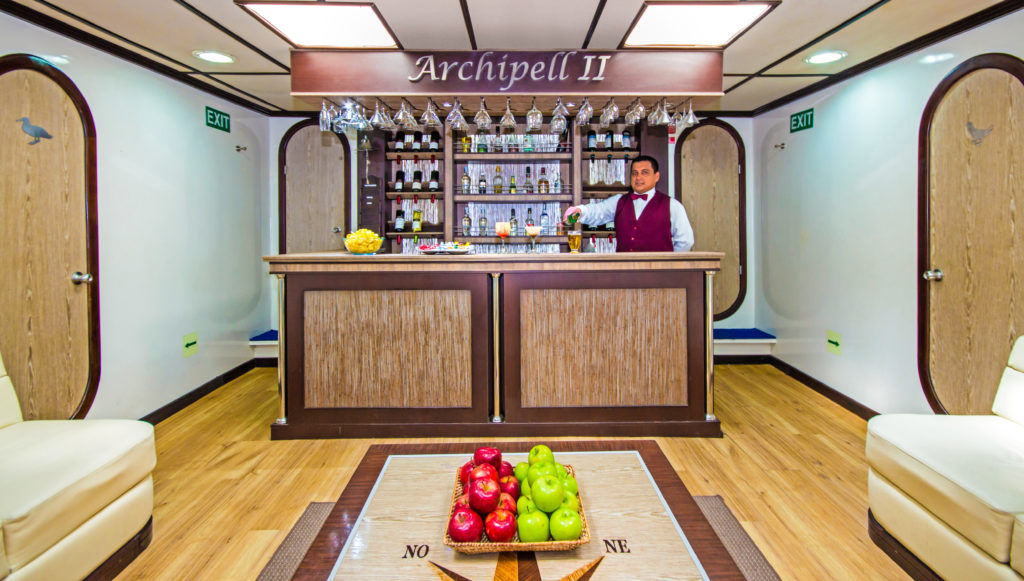 Chill out at the Archipel II´s luxurious bar