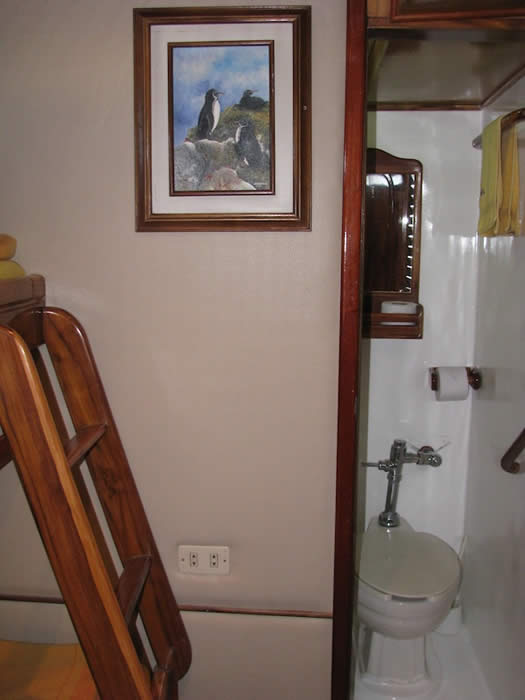Aida Maria bathroom