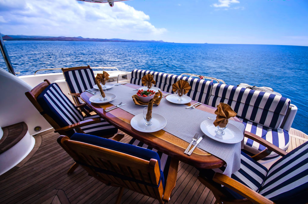 Gourmet Lunch Comfortable Island Hopping