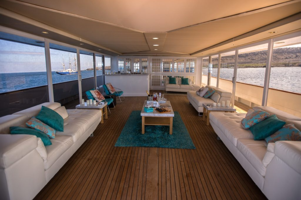 Huge VIP Suite aboard Passion the best Galapagos private charter